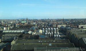 Tad, kad izej visam muzejam cauri, tu nonāc apalā stikla kupolā, no kura var apskatīt visu Dublinu. Un, turpat, uzrādot biļeti var saņemt savu bezmakas giness alus pinti. Un nobaudīt to vērojos burvīgo pilsētas panorāmu. Starp citu, no šī skatu torņa var redzēt arī Viklova (Wicklow) kalnus. Grandiozs skats.