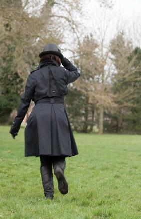 woman_in_a_black_coat_10_lo